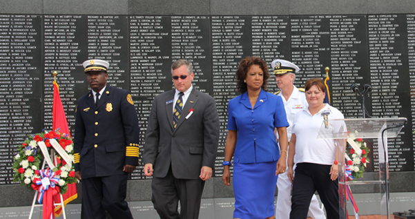 Jennifer lays a wreath to honor the fallen at the Memorial Day Event Jacksonville FL